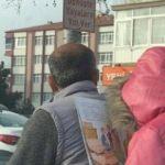 Motosiklette kitap okuyan çocuk dikkat çekti
