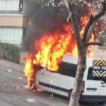 Öğrencileri taşıyan minibüs yolda alev alev yandı