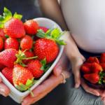 Hamilelikte çilek yemek leke yapar mı? Çileğin zararı var mı?