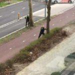 Hollanda polisinin saldırgana müdahale anı!