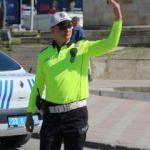 Trafik polisleri yeni kıyafetlerini giydi