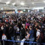 Atatürk Havalimanı'nda uzun kuyruklar oluştu!