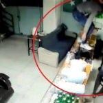 İş yeri sahiplerinin bıçaklanarak gasp edildiği anlar kamerada