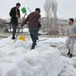 Nisan ayında vatandaşın kar mesaisi!