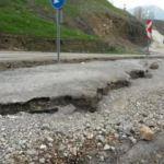 Çukurca'da toprak kayması nedeniyle 10 ev boşaltılacak