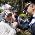 Emniyet müdürü, şehit annesinin gözyaşlarını sildi