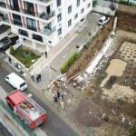 İstanbul'da 10 katlı bir apartmanın istinat duvarı çöktü