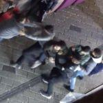 Taksim'de cam şişelerle birbirlerine saldırdılar!