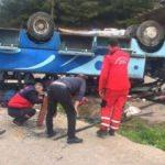 Tarım işçilerini taşıyan otobüs devrildi: 1 ölü, 12 yaralı