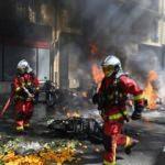 Sarı Yelekliler yine sokakta! Araçları ateşe verdiler