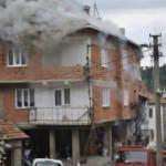 Bursa'da 3 katlı binada yangın