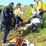 Devrilen traktörün altında kalan kişi yaralandı