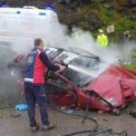 Giresun'da kaza yapan otomobil yanarken bir kişi hayatını kaybetti