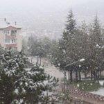 Vatandaşlar şaşkına döndü! Lapa lapa kar yağdı