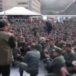 Maduro'dan gövde gösterisi! Askerlerle yürüdü