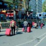 Taksim'de turistler bavullarıyla yürüdü