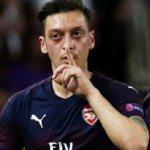 Herkes Mesut Özil'in bu hareketini konuşuyor!