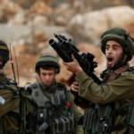 İsrail askerleri Filistinli bir aileyi darp etti