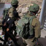 İsrail güçleri durmuyor: 12 Filistinliye gözaltı!