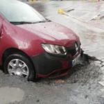 Esenyurt'ta aşırı yağışlar sonrası yol çöktü!
