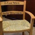 Başbakan olan eşine verdiği sandalye sosyal medyayı salladı