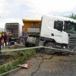 Kadıköy' de hafriyat kamyonu yoldan çıktı