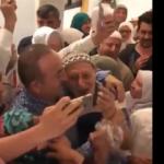 Bakan Çavuşoğlu'na Mekke'de sevgi seli