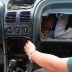 Otomobilin torpido gözünü açan polis şok oldu