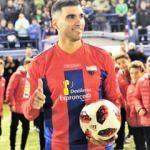 Yıldız futbolcu trafik kazasında hayatını kaybetti