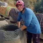 Tandırlar kadınların çamurlu ellerinde şekilleniyor