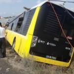 Arnavutköy'de belediye otobüsü tarlaya uçtu: 2 yaralı