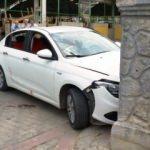 Omzuna falçata saplayan babasını arabayla sürükledi