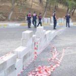 Pamukkale'ye giden yolu briketle duvar örüp trafiğe kapattılar