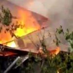 Yusufeli'nde 2 katlı ev yandı