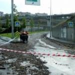 Sarıyer'de toprak kayması: TEM'de yol kapatıldı