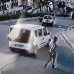 Esenyurt'ta facia! Polis aracı elektrik direğine girdi
