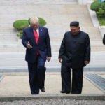 Tarihte bir ilk: Trump sınırı geçti!