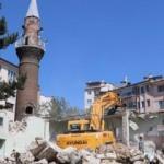 Cami 2. kez yıkıldı, minaresi 5 asırdır ayakta