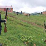 Köyde büyük korku! Av tüfekleriyle bekliyorlar