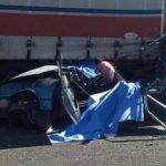 Manisa'da feci kaza: Otomobil kağıt gibi ezildi!