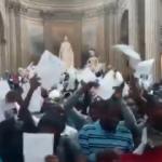 Fransa karıştı: Kara Yelekliler orayı bastı!