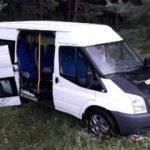 Yolcu minibüsü TIR'ın dorsesine çarptı: 1 ölü, 8 yaralı