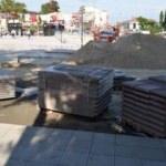 CHP'li belediye yapımı tamamlanmayan meydanı açtı