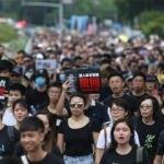 Hong Kong'da tansiyon düşmüyor!