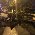 Kamyonet park halindeki araçlara çarptı: 1 yaralı