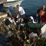 Denizden çuvallar dolusu çöp çıktı