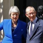 Theresa May istifasını Kraliçe'ye sundu