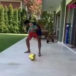 Alişan'ın oğlu Burak bebeğin futbol keyfi!