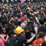 Hong Kong'da hükumet karşıtları sokağa döküldü