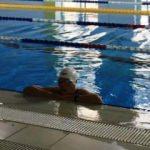 Oğlunu havuzda kaybetti, 74 yaşında yüzmeye başladı